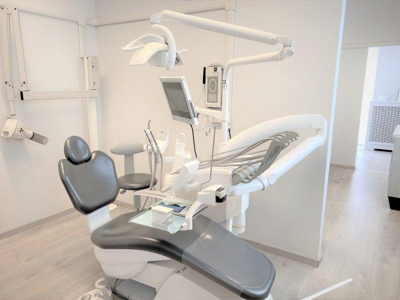 Riunito 1 - Dentista Odontoiatra a Bregnano Como Cantù Cermenate Lomazzo